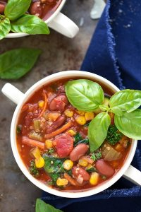 Crockpot healthy quinoa minestrone #cleaneating #crockpot #springsoup