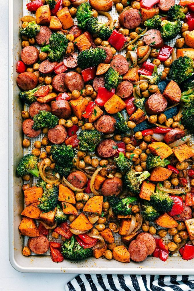 ONE PAN HEALTHY SAUSAGE AND VEGGIES | chelseasmessyapron.com | #sausage #veggies #onepan #easy #quick #fast #cleanup #minimal #chickpeas #sausage #broccoli #red pepper #onion #family #friendly #kid #meal #prep