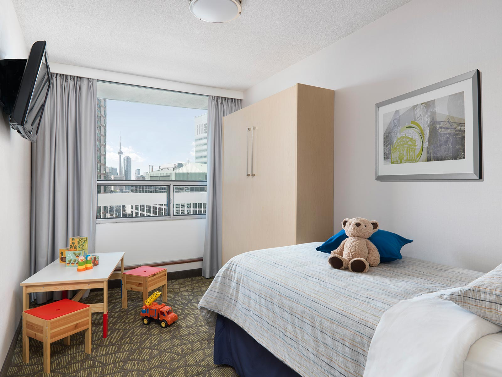 hotel with living room images ideas 4 star rooms suites in downtown toronto chelsea two bedroom suite kid s