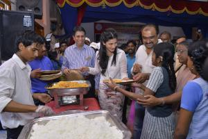 ShrutiHassan_Food_distribution