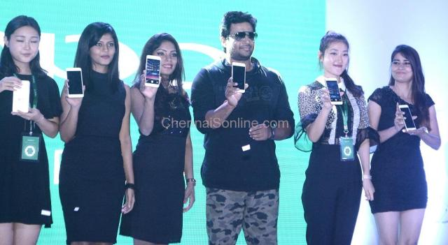 Actor-Madhavan-Oppo-launch3