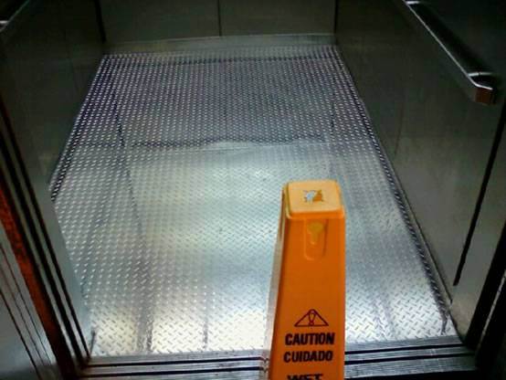 Elevator Floor Using Diamond Plate Prohibit Excessive Wear