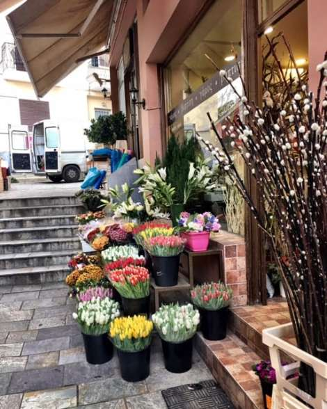 Small flower shop, lovely!