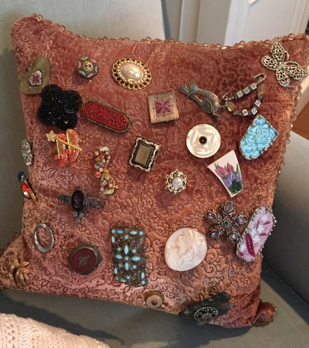 pillow pin display storage