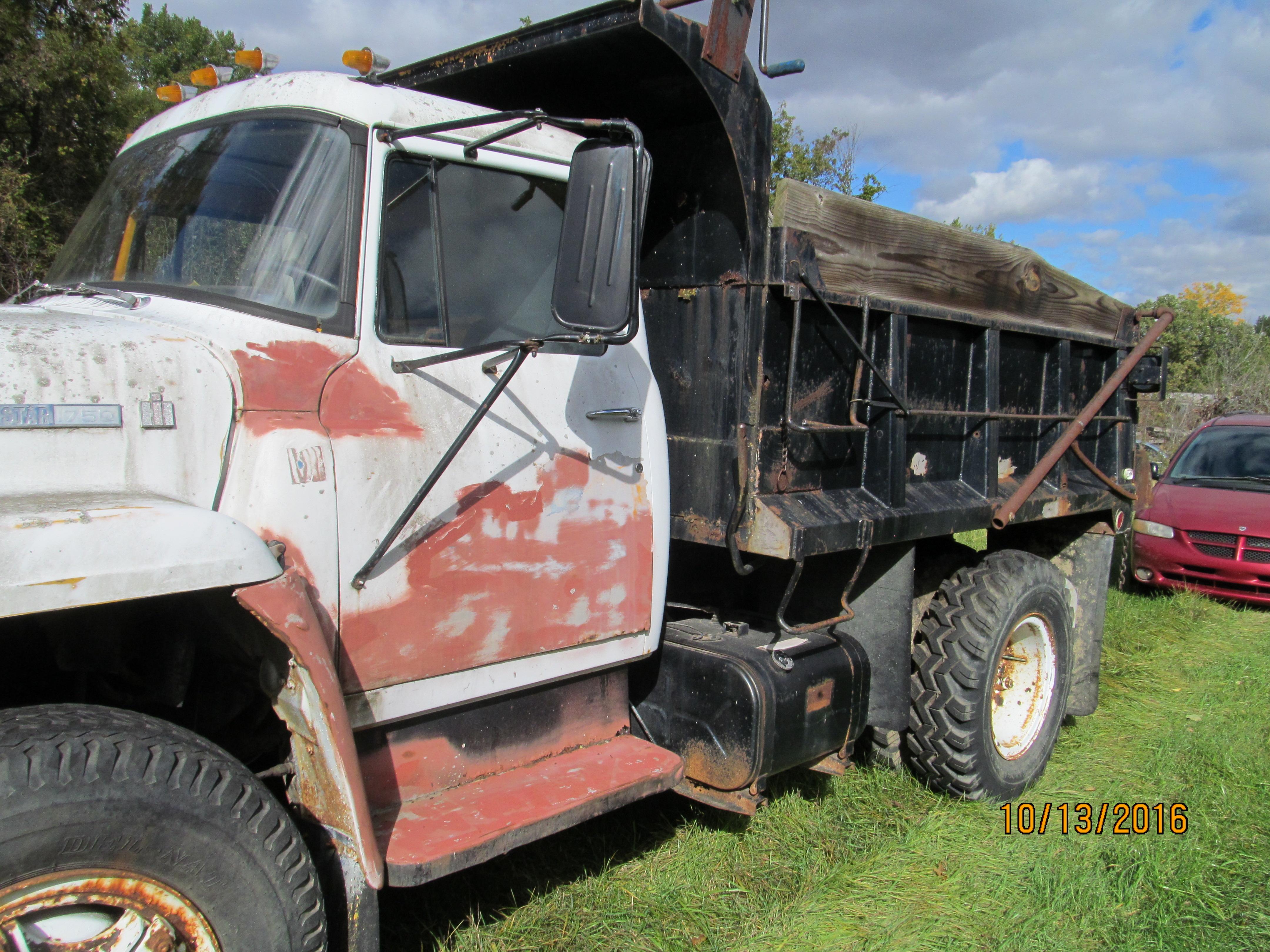 IH International 1750 loadstar dump truck for parts