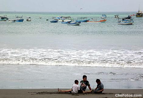chicos-playa-nicaragua