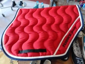 tapis de selle rouge