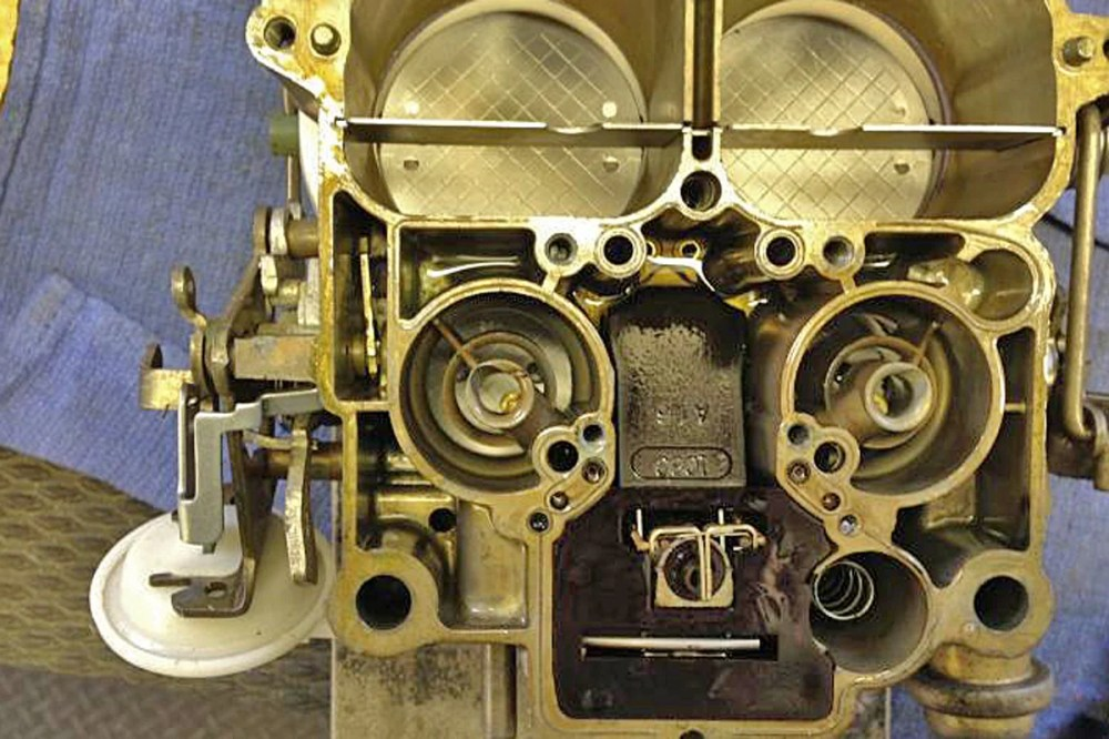 medium resolution of the carburetor on the left has the bulge arrow and is an 800 cfm unit the one on the right does not have the bulge which makes it a 750 cfm unit