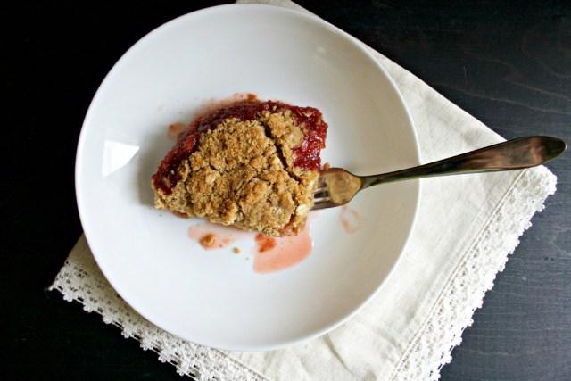 Rhubarb Strawberry Crumble