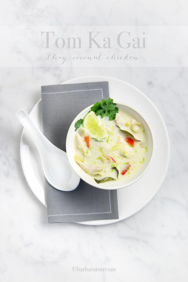 tom ka gai la pi famosa zuppa thai a base di latte di