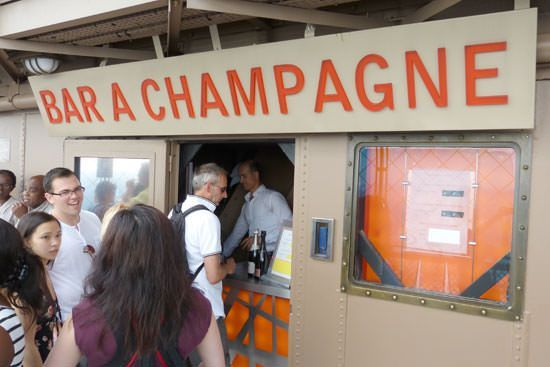 Tour Eiffel bar à champagne