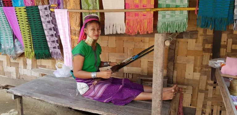 Long neck woman weaving Things to do Mae Hong Son Attractions