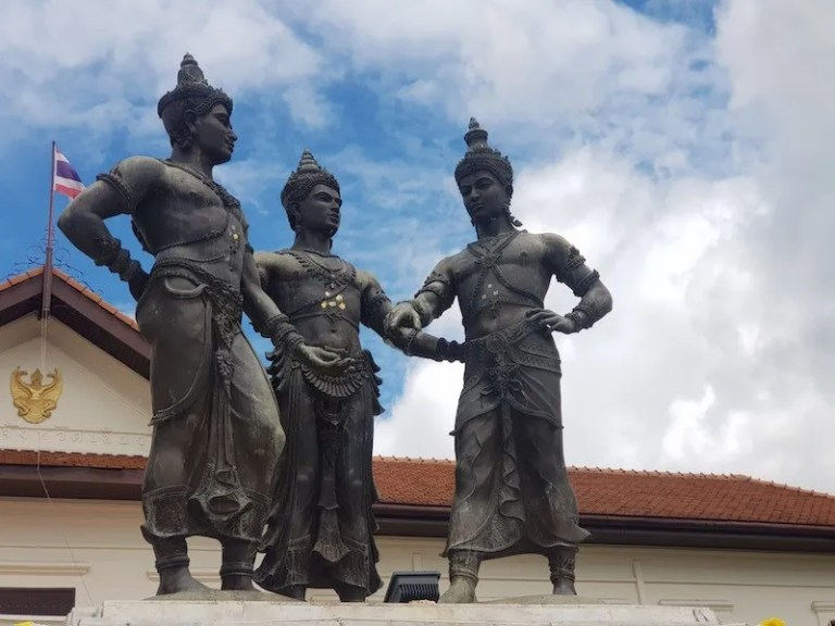 Statue of three people Chiang Mai attractions