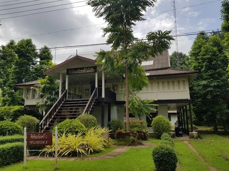 Colonial style building