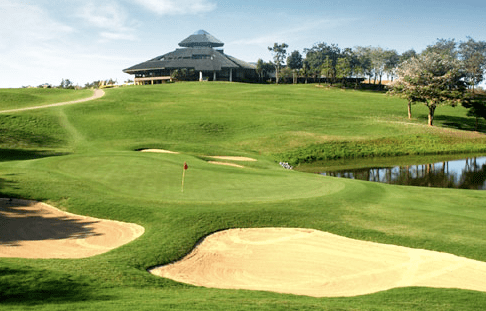 Santiburi offers an aesthetic feast for the golf connoisseur. The golf course is world class, yet it is playable and enjoyable for golfers on every skill level.