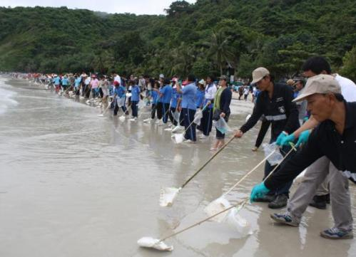"""""""Big Cleaning Day"""" activity at 11am to ensure for the last time that the beach is free from oil before it re-opens for visitors."""