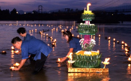 Tourists Headed North For Loy Krathong Festival