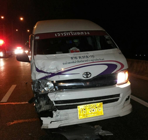 The van from Bangkok to Pattaya had an accident in Bang Bo district, Samut Prakan, on Wednesday after the driver fell asleep. (Photo by Sutthiwit Chayutworakan)