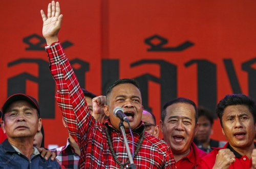 """'Red Shirt' leader Jatuporn Prompan has vowed to fight the """"elite"""" who wants Yingluck out as of office"""
