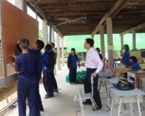 At Thanthong Witthaya School in quake-rattled Mae Lao district, classes were being held in the space under the old school building, where the teachers and students were laboring to ensure that the bare necessities, such as chalk boards, were in working order.