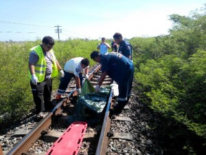 body was found on the railroad track around 800 metres away from Bo Nok Train Station in Mueang district