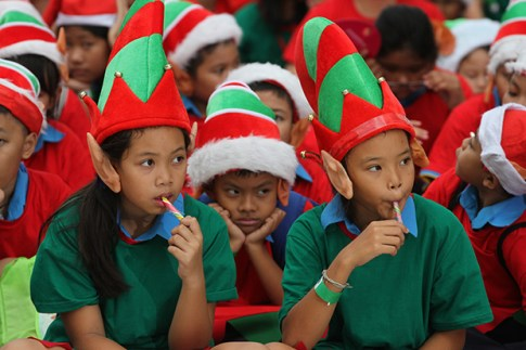 Students gather to break the Guinness World Record for the largest gathering of Christmas elves outside a shopping mall in Bangkok