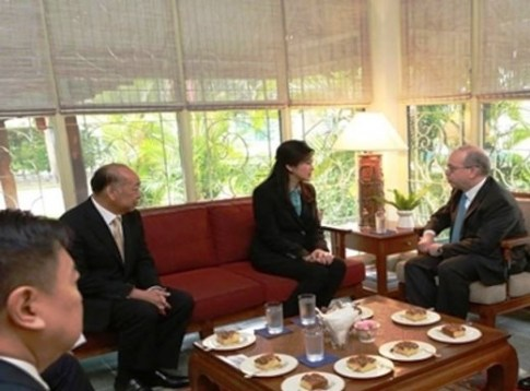 Former PM Yingluck Shinawatra with US Assistant Secretary of State for East Asian and Pacific Affairs Daniel Russel