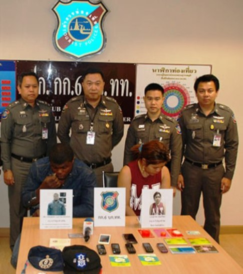 A Nigerian man and his Thai girlfriend are caught for swindling over 5 million baht from people via online. (Photo by Sutthiwit Chayutworakan)
