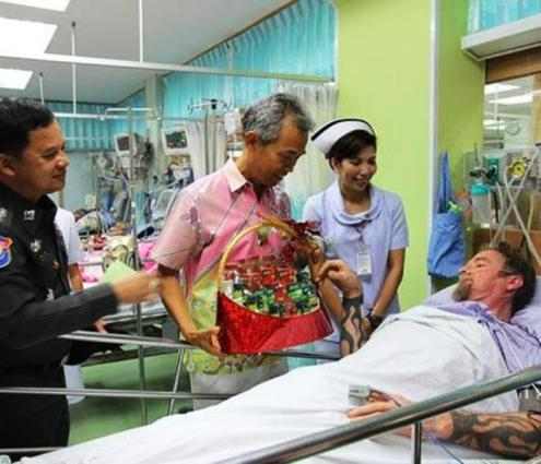 Nurse Srikanya Chuerob, 39, right, visits Gunter Retsch at Surat Thani Hospital on Sunday. Surat Thani deputy governor Ouaychai Innak, centre, and Pol Lt Col Akkharapol Ponsa, a tourist police inspector,... Please credit and share this article with others using this link:http://www.bangkokpost.com/news/general/814204/surat-thani-nurse-scraps-holiday-to-rescue-german-cyclist. View our policies at http://goo.gl/9HgTd and http://goo.gl/ou6Ip. © Post Publishing PCL. All rights reserved.