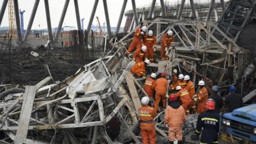 Rescue workers look for survivors after a work platform collapsed at the Fengcheng power plant in eastern China's Jiangxi Province on Nov. 24, 2016. (Wan Xiang / Xinhua)