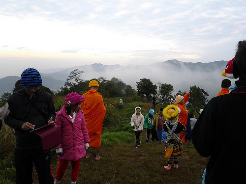 A large number of holiday makers are spending the long weekend visiting Phu Chee Fah in Chiang Rai to savor the sea of mist on the mountain.