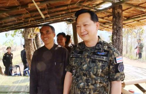 Chiang Rai Deputy Governor Offers Moral Support to Wildfire Fighters