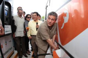 Como alcalde, Sabines se distinguió por casi venerar políticamente al gobernador Salazar. Ya como gobernador lo tuvo 526 preso. Foto: Archivo/Chiapas PARALELO