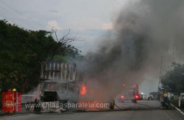 El incendio ya fue controlado por los bomberos. Foto: Isaín Mandujano/Chiapas PARALELO.