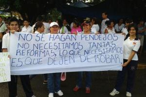 Estudiantes y maestros salieron a las calles en Tapachula. Foto: @pululo/Chiapas PARALELO