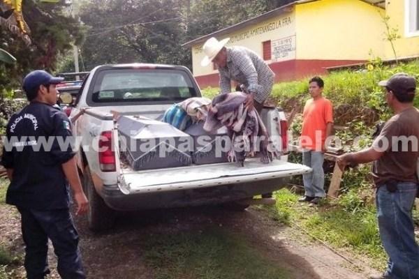 Los cuerpos de las cinco personas fueron trasladados a la agencia ejidal para ser velados: Foto: Fredy Martín Pérez