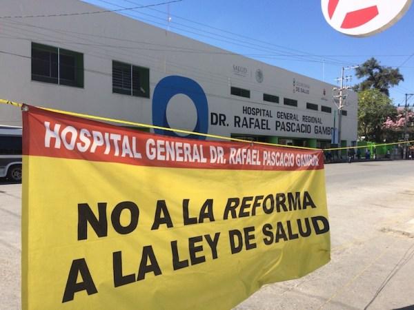 Personal de hospitales en Chiapas trabajan bajo protesta.