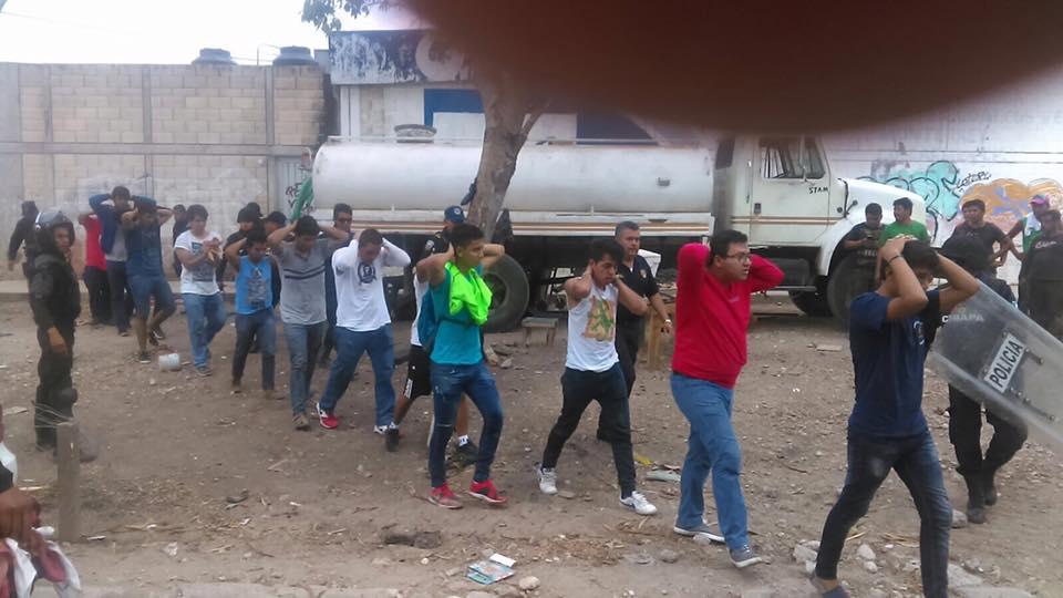 Detienen a 236 normalistas en Chiapas