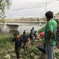 A paso hormiga, miles de migrantes cruzaron la frontera mexicana. Foto: Ángeles Mariscal