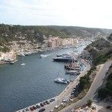 Vue du port depuis les hauteurs.