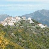 Village de Riventosa, perché sur une colline.
