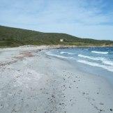 La plage de Tamarone au départ de la promenade.