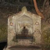 Petite fontaine sur le chemin.