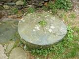Ces roues de pierre servaient sur les aires de battages