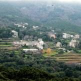 On aperçoit au loin les autres hameaux : Balba