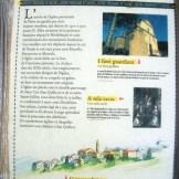 Panneau explicatif sur l'église et les statues-menhirs