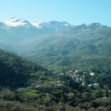 Au loin, le village de Soriu, prochaine destination