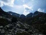 Derrière ces montagnes se trouve la station du Val d'Ese