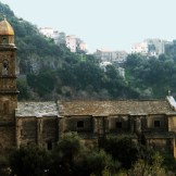 Église Saint-Côme et Saint-Damien en contrebas du hameau de Bracolaccia