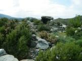 Casa di l'Orcu: autour le tumulus de pierres qui recouvrait le dolmen
